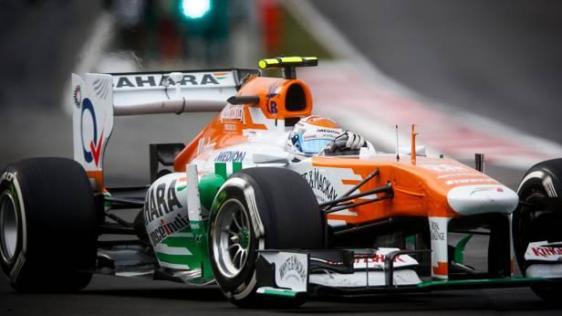 Adrian Suil im Rennauto von Force India