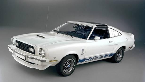Der Ford Mustang II Cobra II, in weiß, von vorne
