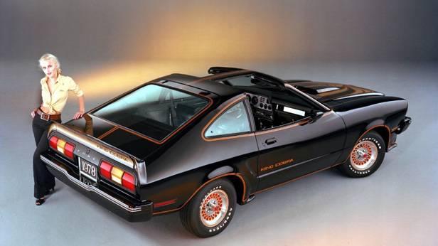 Die Ford Mustang II King Cobra, schwarz von hinten