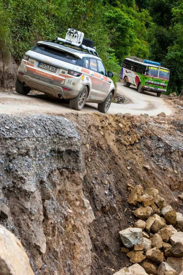 Der Range Rover Evoque an einem steilen Abhang