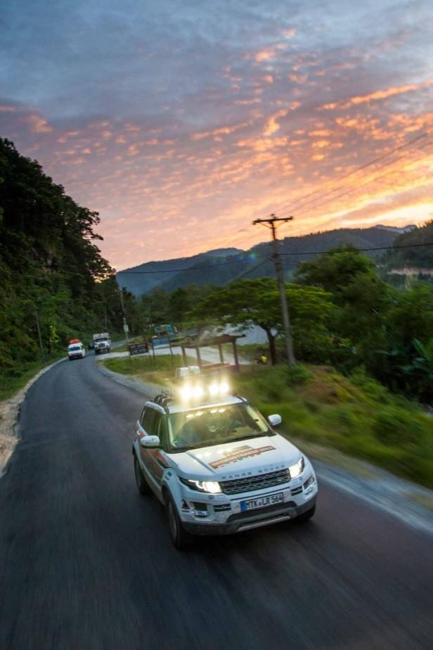 Der Range Rover Evoque mit Hochleistungsstrahlern am Dach