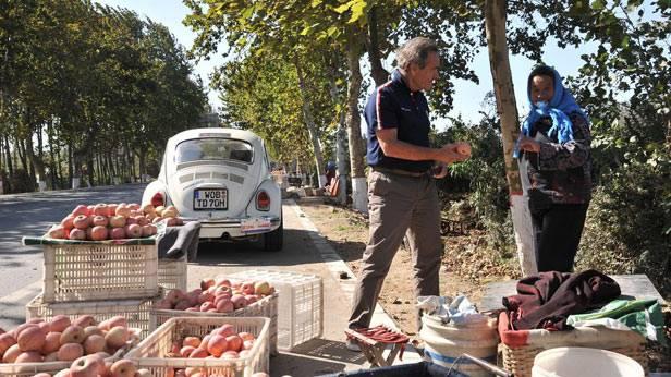 Apfelstand am Rande einer Straße in China