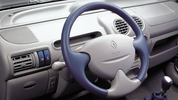 Das Cockpit des Renault Twingo Dynamique 2002