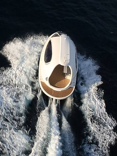 Sea Jet Capsule Yacht port HAfen haven Italien