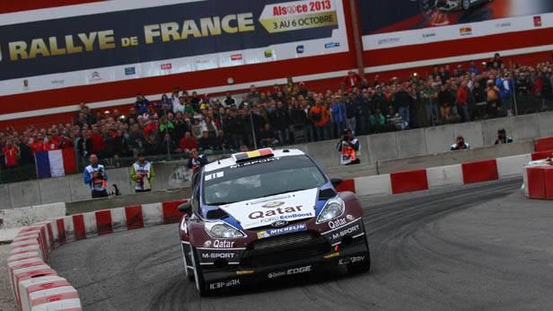 Thierry Neuville in seinem Ford bei der Frankreich-Rallye
