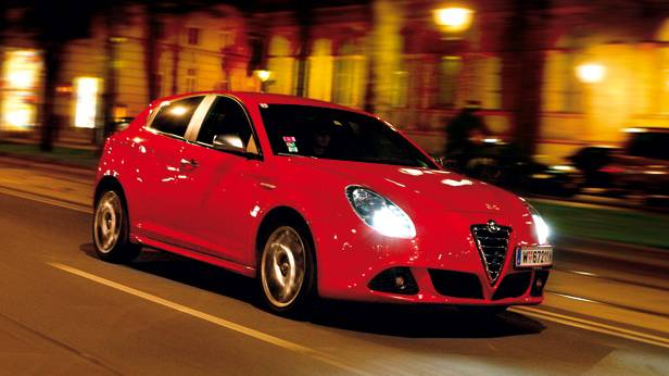 Alfa Romeo Giulietta tb multiair rot vorne seite front