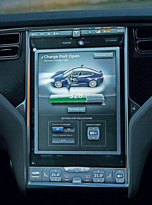 tesla model s performance monitor bildschirm