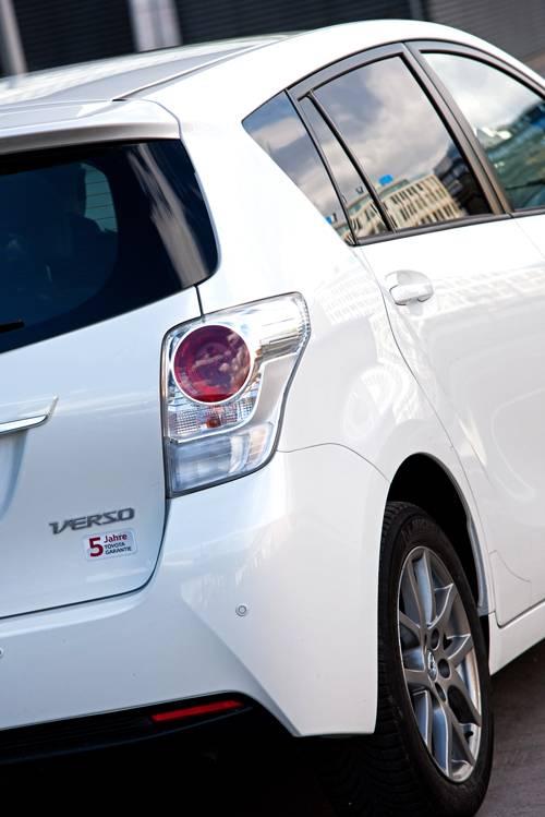 Toyota Verso 2,0 D-4D 125 Active weiß heckleuchte rueckleuchte