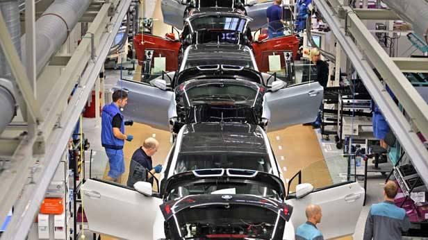 Produktionsband im BMW-Werk in Leipzig, wo der neue i3 gebaut wird