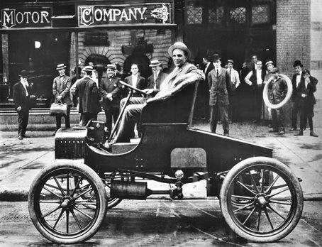 Henry Ford revolutionierte mit der Massenproduktion des Model-T die industrielle Produktionsweise.