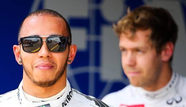 Alles wieder gut: Nach seiner Kritik beweihräuchert Hamilton Vettel virtuell.