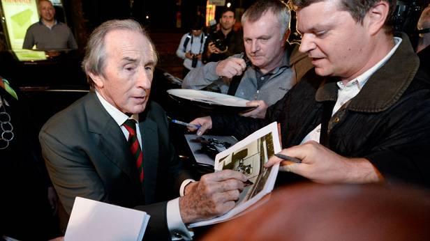 Jackie Stewart gibt Autogramme bei der Viennale 2013