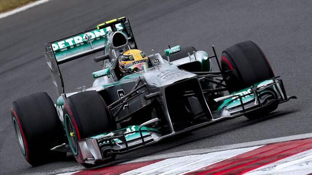 Lewis Hamilton im Rennauto
