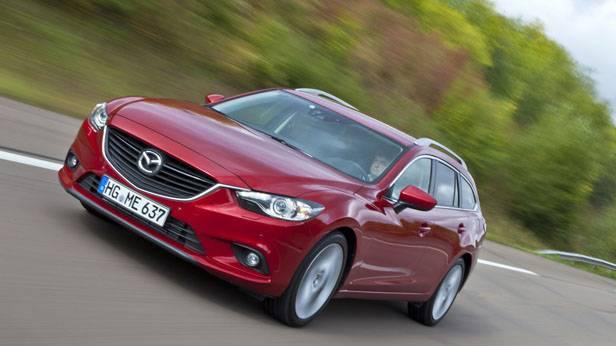 Der Mazda6 in rot von vorne