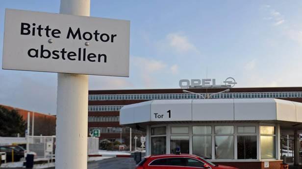 """Ein Schild mit der Aufschrit """"Motor abstellen"""" vor dem Bochumer Opel-Werk"""