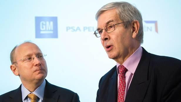 Philippe Varin von PSA Peugeot Citroen und Steve Girsky von Opel bei einer Pressekonferenz in Brüssel