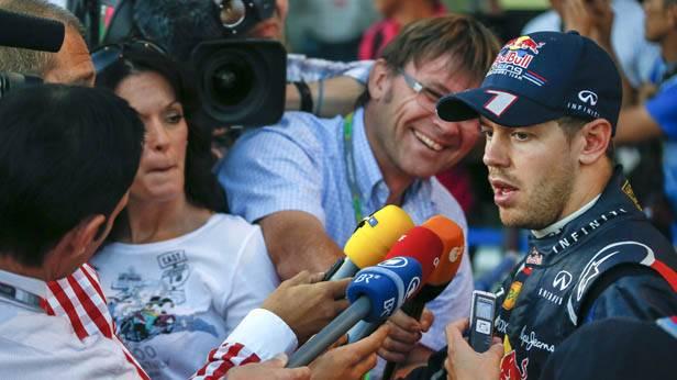 Sebastian Vettel gibt interviews nach seinem Sieg in Suzuka
