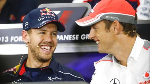 Sebastian Vettel und Jenson Button bei einer Pressekonferenz vor dem Japan GP, beide lachen