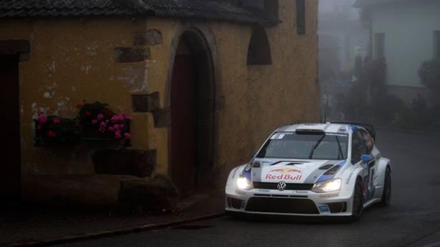 Sebastien Ogier im Rennauto bei der Spanien-Rallye