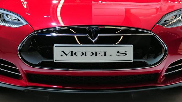 Der Tesla S von vorne
