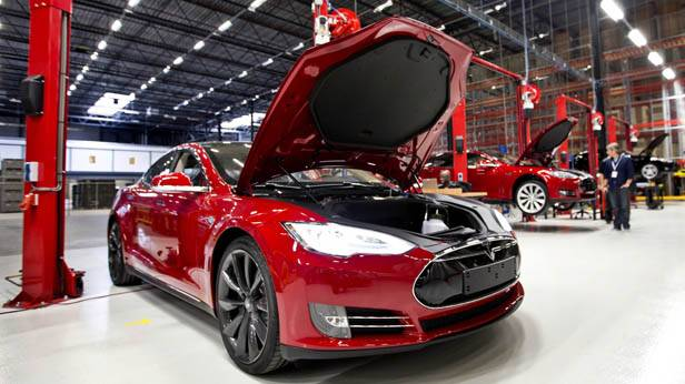 Der Tesla S in einem niederländischen Werk