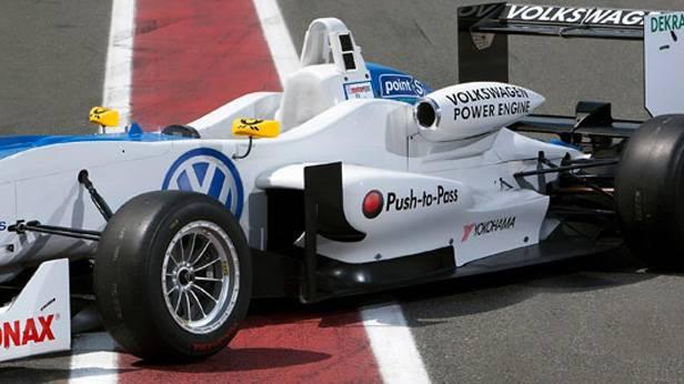 Ein Rennauto von Volkswagen-Motorsport
