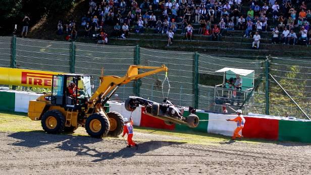 Bereits am 11. Oktober  in Japan löste sich ein Reifen an Maldonados Auto.
