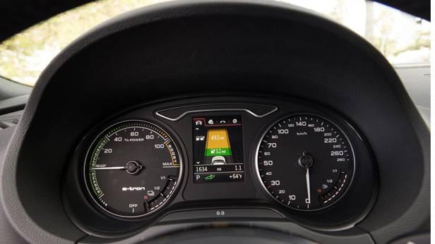 _Audi-A3-e-tron-cockpit