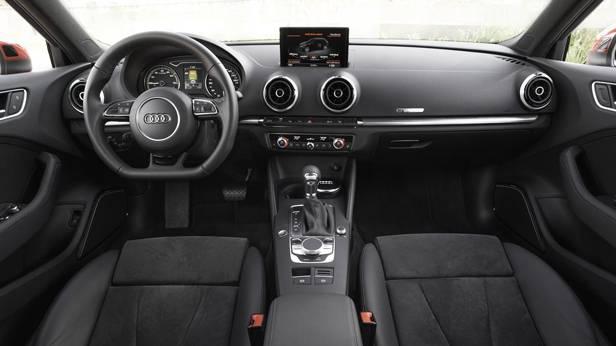 _Audi-A3-e-tron-innen