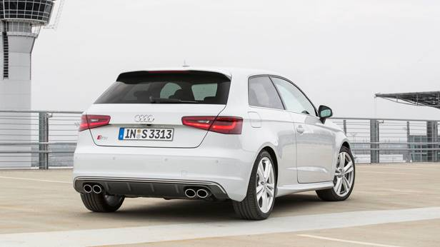 Der Audi S3 von hinten