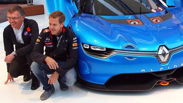 Carlos Tavares und Sebastian Vettel vor einem Renault Alpine A110-50