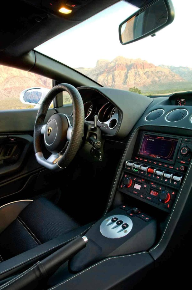 Das Cockpit des Lamborghini Gallardo LP 560