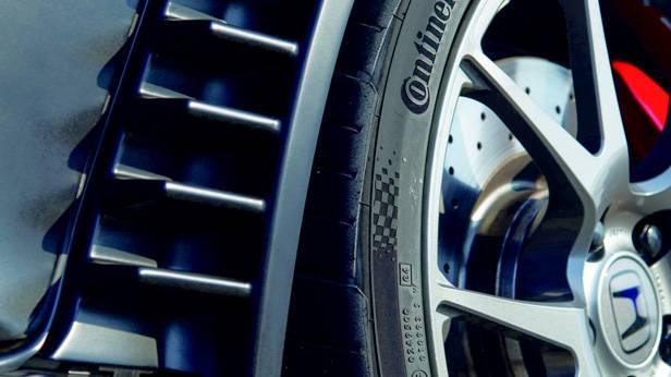 Reifen und Felge des Honda Civic Type R 2015.