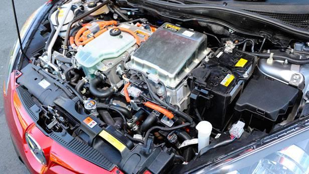 Motorraum des Mazda 2 EV