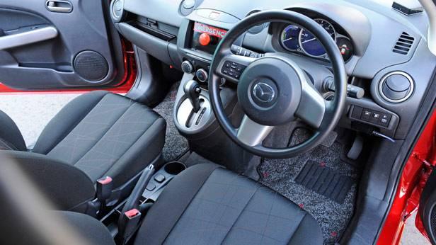 Innenraum des Mazda 2 EV
