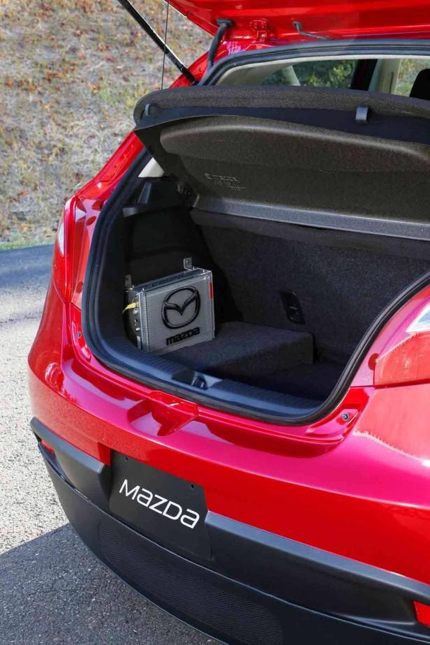 Kofferraum des Mazda 2 EV