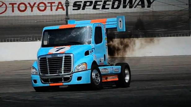 Mike Ryan fährt Lastwagen