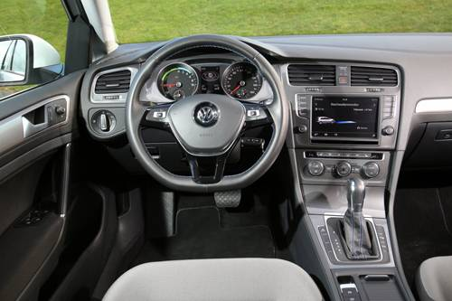 vw e golf elektro cockpit innenraum armaturen