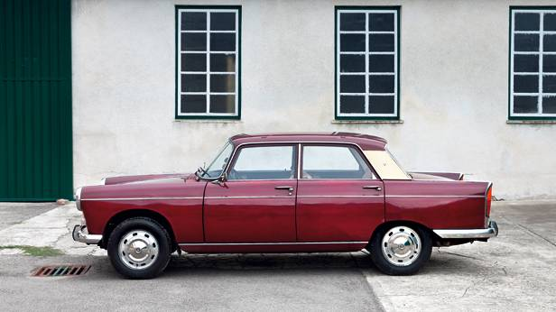 peugeot 404 rot seite