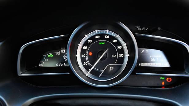 mazda 3 hybrid 2014 mazda3 anzeige cockpit tacho