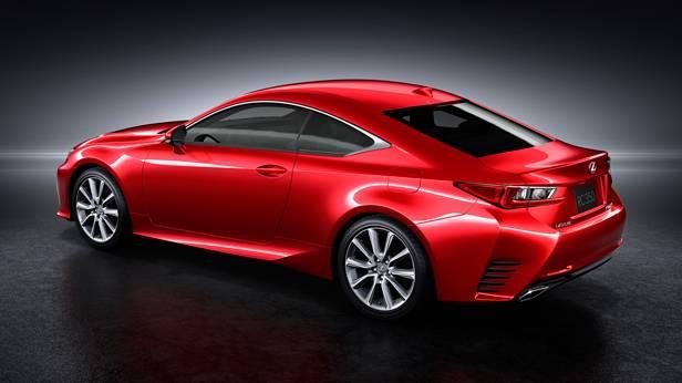Lexus RC Coupé statisch hinten links rot