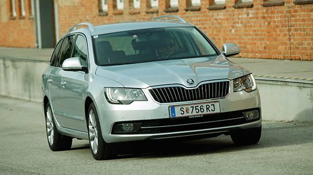 Skoda Superb Combi Elegance TDI Green Tec front vorne seite