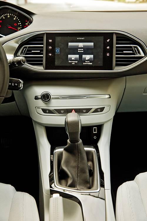 Peugeot 308 active hdi schwarz mittelkonsole schalthebel