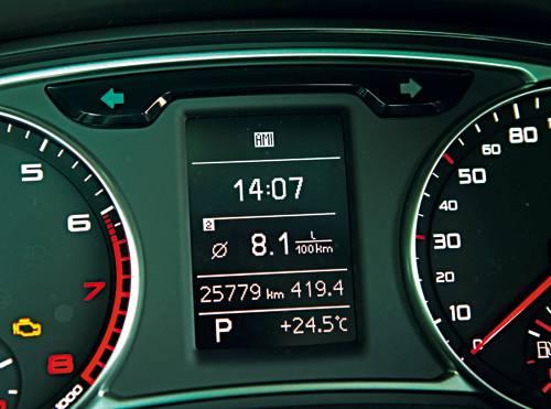 Audi A1 1,4 TFSI S-tronic Ambition armaturen cockpit anzeige