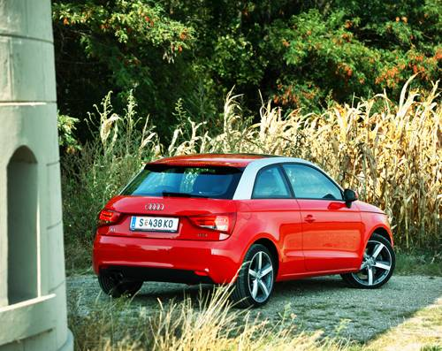 Audi A1 1,4 TFSI S-tronic Ambition rot hinten heck seite