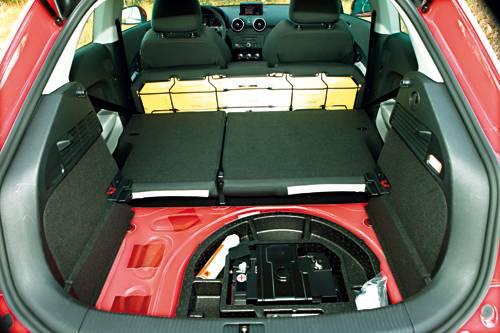 Audi A1 1,4 TFSI S-tronic Ambition rot kofferraum