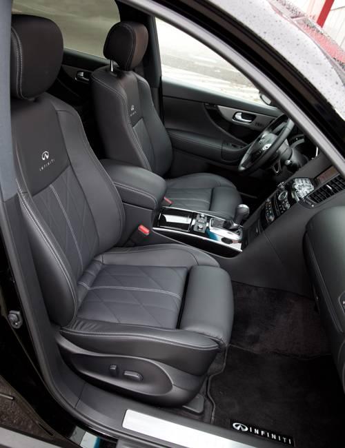 infiniti qx70 diesel schwarz innenraum sitze