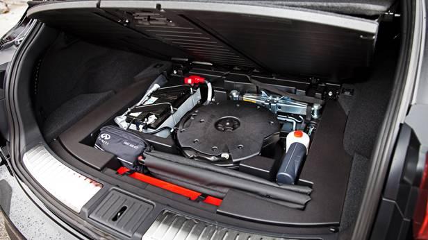 nfiniti qx70 diesel schwarz kofferraum