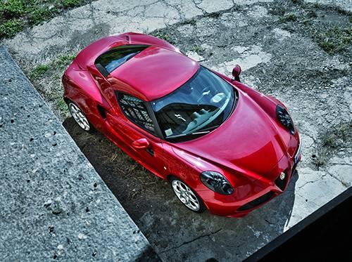 Alfa Romeo 4C 2014 rot oben vorne