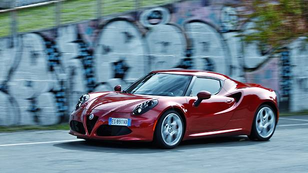 Alfa Romeo 4C 2014 rot vorne front seite